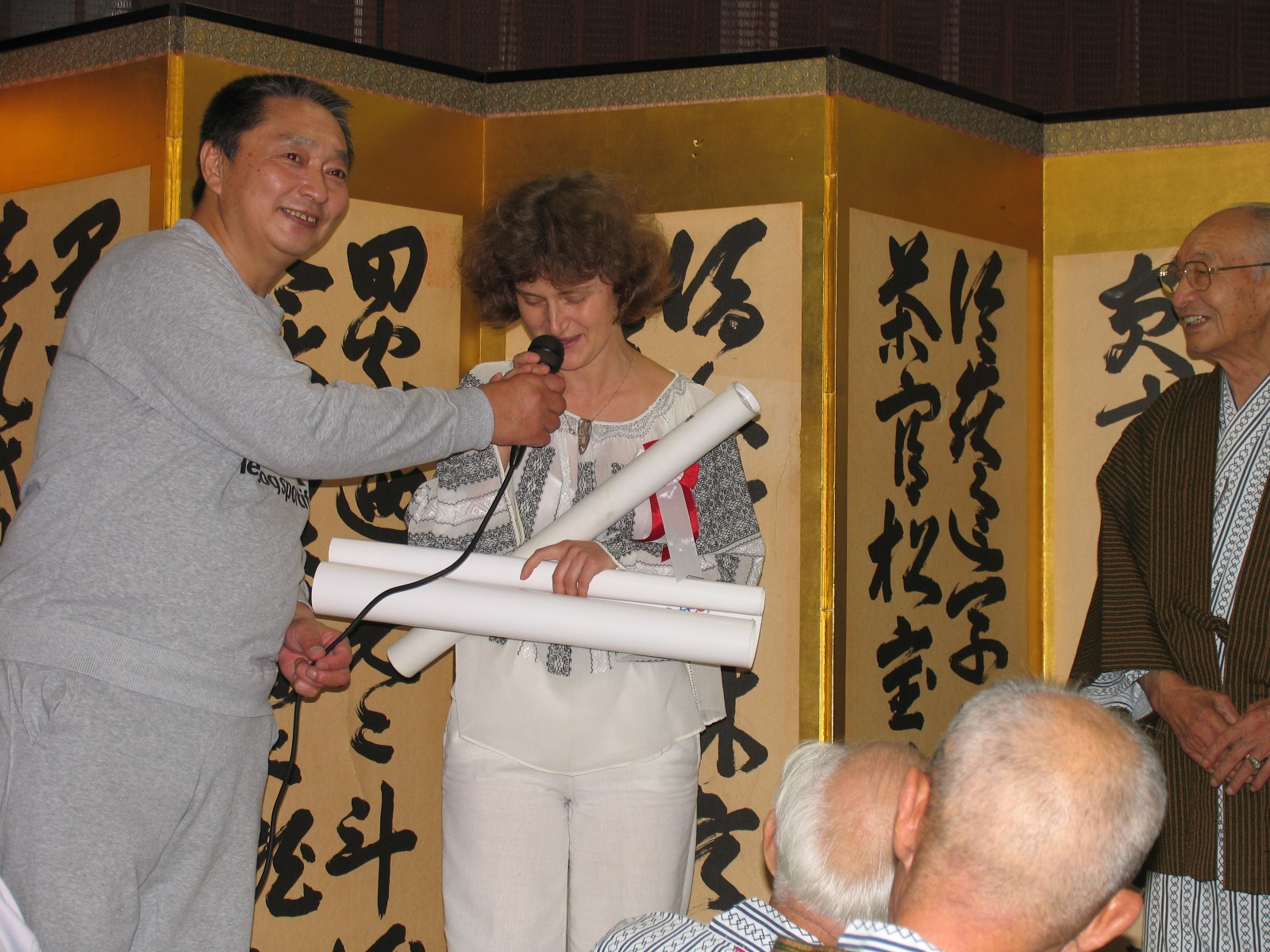 2005 membru de onoare al Japanese Apitherapy Association